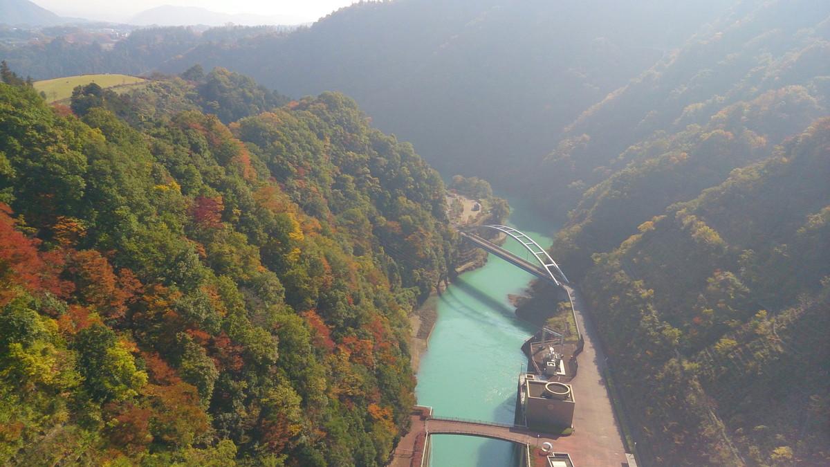 神奈川県 宮ケ瀬ダムの紅葉 秋の紅葉シーズンが、まもなく始まりますね