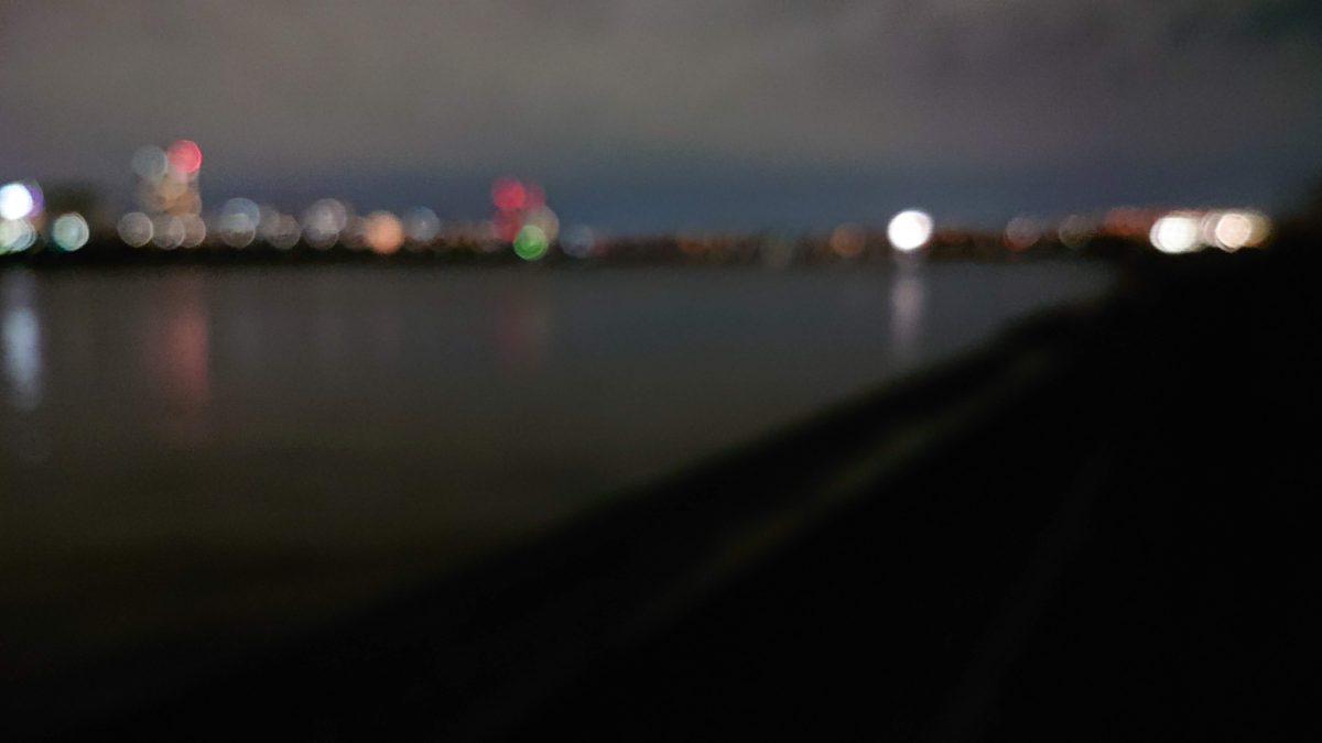 春の足立区の荒川から見る夜景は湖のようにとてもきれいでした